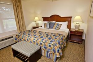 A bed or beds in a room at Oceancliff I & II by VRI Resort