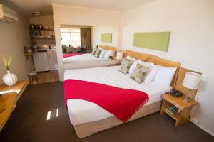 A bed or beds in a room at Apartments Paradiso