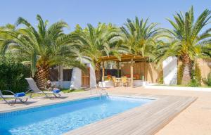 The swimming pool at or near Villas S'Argamassa