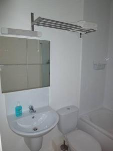 A bathroom at Mayeston Rise