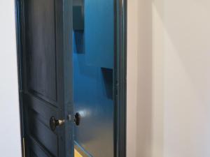 A bathroom at Appartement Canal Saint-Martin