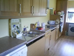 A kitchen or kitchenette at Derry House