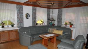 Ein Sitzbereich in der Unterkunft Ferienwohnung Hanetseder