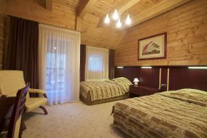 Łóżko lub łóżka w pokoju w obiekcie Gniazdo Noclegi - Restauracja