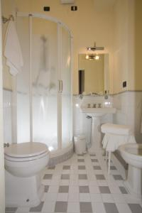 A bathroom at Palazzo Gamba Luxury Apartments
