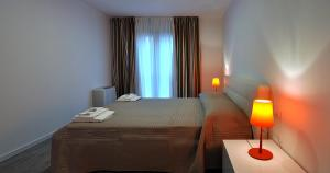 A bed or beds in a room at BB Hotels Aparthotel Arcimboldi