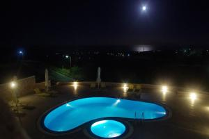 A view of the pool at Moonlight Apartments or nearby