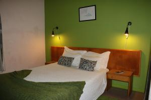 A bed or beds in a room at Hospedaria Verdemar