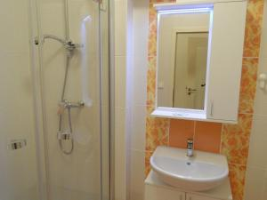 A bathroom at Apartments Verona Karlovy Vary