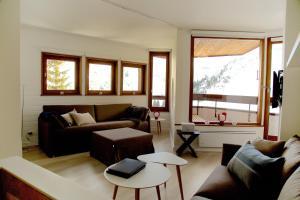 A seating area at Munk - Avoriaz