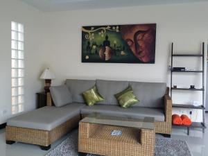 A seating area at Plunge Tropical Villa
