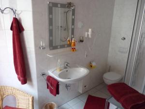 Ein Badezimmer in der Unterkunft Weingut Am Löwenkopf