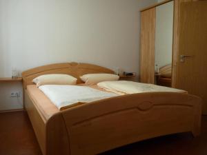 Ein Bett oder Betten in einem Zimmer der Unterkunft Weingut Am Löwenkopf