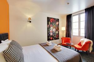 Una habitación en Short Stay Group Museum View Serviced Apartments