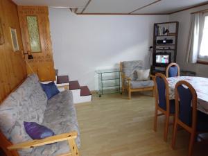 Ein Sitzbereich in der Unterkunft Ferienwohnung Kritz