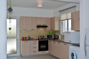 A kitchen or kitchenette at Nadia Villa 24