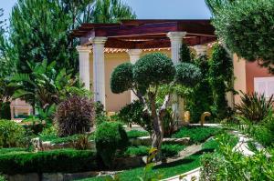Jardín al aire libre en Baia da Luz Resort