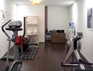 The fitness center and/or fitness facilities at Aparthotel Adagio Brussels Grand Place