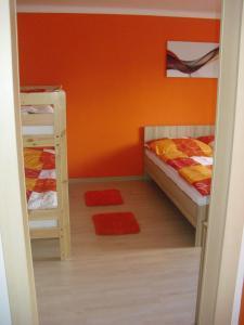 Palanda nebo palandy na pokoji v ubytování Apartmán Linda
