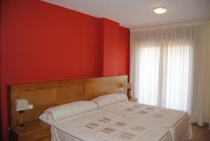 A bed or beds in a room at Apartamentos Riveiro