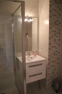 A bathroom at A L'Ill Apart