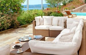 A seating area at Corfu Luxury Villas