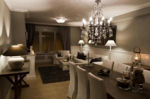 Een restaurant of ander eetgelegenheid bij Be At Home Ghent Apartment