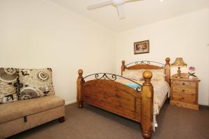 Giường trong phòng chung tại Lisson Holiday Rental