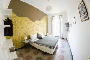 A bed or beds in a room at Home Life Rome