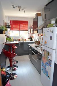 A kitchen or kitchenette at Echappée Bleue Immobilier - Résidence le Brigantin