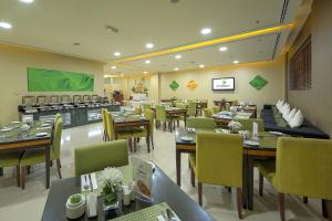 A restaurant or other place to eat at Al Khoory Hotel Apartments Al Barsha