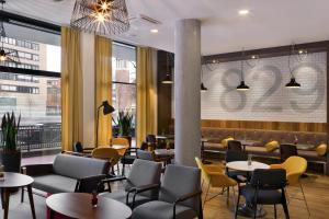 Lounge oder Bar in der Unterkunft Citadines Michel Hamburg