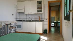 A kitchen or kitchenette at Casa Vacanze Mari Pintau