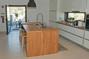 A kitchen or kitchenette at Casa Do Guarda Rios
