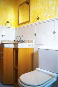 A kitchen or kitchenette at Residencial Solar da Serra