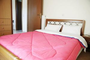 A bed or beds in a room at Karmela Day Rent Apartments