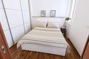 A bed or beds in a room at Guantai Prestige Apartments