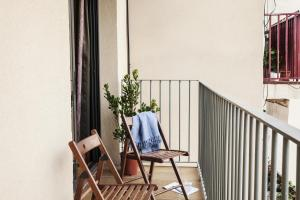 A balcony or terrace at AinB Eixample-Entença Apartments