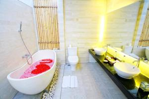 A bathroom at The Royal Bali Villas Canggu
