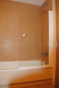 A bathroom at Apartamentos Riveiro
