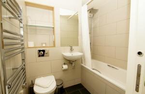 Salle de bains dans l'établissement Finsbury Serviced Apartments