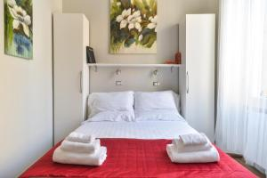 A bed or beds in a room at Lata Luxury Apartment