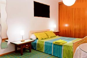 Een bed of bedden in een kamer bij Coloured Studio