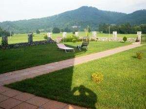 Vrt pred nastanitvijo Villa Franca Postojna