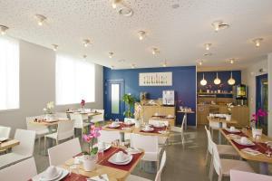 Restaurant ou autre lieu de restauration dans l'établissement Séjours & Affaires Massy Atlantis
