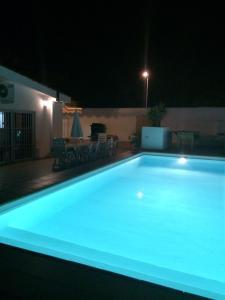 The swimming pool at or close to Villa Bonita