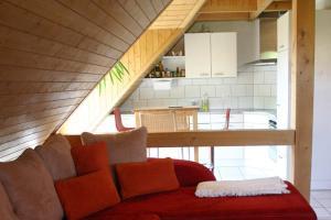 Ein Sitzbereich in der Unterkunft Hadassa Apartment Simcha