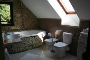 A bathroom at Domek Gościnny w Tomaszowicach