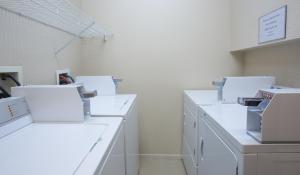 A kitchen or kitchenette at Capital Suites Iqaluit
