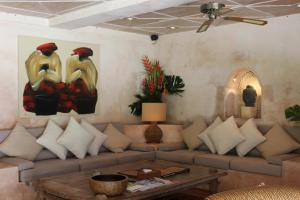 A seating area at Sienna Villas